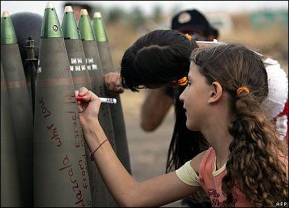 Ragazzine israeliane mandano doni natalizi agli amichetti palestinesi